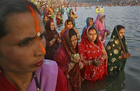 Hindu devotees stand in the waters of Sun Lake to offer prayers to the Sun god during the Hindu religious festival ''Chhat Puja'' in Chandigarh November 19, 2012. REUTERS/Ajay Verma