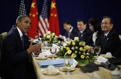 U.S. President Barack Obama (L) meets with Chinese Premier Wen Jiabao (R) at the East Asia Summit in Phnom Penh, November 20, 2012. REUTERS/Jason Reed
