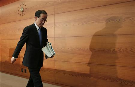 Bank of Japan Governor Masaaki Shirakawa leaves a news conference in Tokyo November 20, 2012. REUTERS/Yuriko Nakao