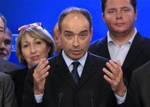 El derechista Jean-François Cope, aliado del ex presidente Nicolas Sarkozy, se atribuyó el liderazgo del principal partido conservador de Francia el lunes en unas reñidas primarias empañadas por acusaciones mutuas de fraude. En la imagen, Cope durante una rueda de prensa en la sede del UMP en París, el 19 de noviembre de 2012. REUTERS/Gonzalo Fuentes