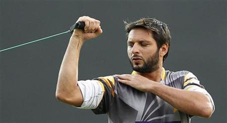 Pakistan's Shahid Afridi stretches during a practice session ahead of their third One Day International cricket match against Sri Lanka in Colombo June 12, 2012. REUTERS/Dinuka Liyanawatte/Files