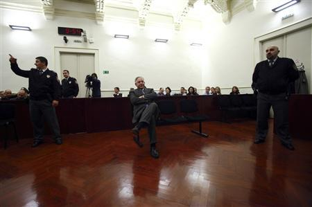 Former Croatian Prime Minister Ivo Sanader sits at a county court in Zagreb November 20, 2012. Sanader was sentenced to 10 years in prison on Tuesday for taking bribes from two foreign companies, becoming the highest state official to be convicted of corruption in the future European Union member state. REUTERS/Antonio Bronic