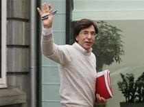 <p>Après des discussions marathon, le gouvernement belge d'Elio Di Rupo a conclu mardi un accord prévoyant une nouvelle réduction du déficit en 2013 et la limitation de la hausse des salaires afin d'améliorer la compétitivité du pays. /Photo prise le 18 novembre 2012/REUTERS/Sebastien Pirlet</p>