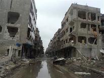 Las tropas del presidente Bashar el Asad, apoyadas por tanques, luchaban el martes para expulsar a las fuerzas rebeldes de un bastión opositor en un suburbio de Damasco, en los combates más intensos registrados en meses en la capital de Siria. En la imagen, edificios dañados por bombardeos de tropas leales al presidente sirio, Bashar el Asad, en Duma, cerca de Damasco, el 19 de noviembre de 2012. REUTERS/Abed Al-Kareem Muhammad/Shaam News Network/Handout ESTA IMAGEN HA SIDO PROPORCIONADA POR UN TERCERO. REUTERS LA DISTRIBUYE, EXACTAMENTE COMO LA RECIBIÓ, COMO UN SERVICIO A SUS CLIENTES. SÓLO PARA USO EDITORIAL, NI VENTAS NI ARCHIVOS NI PARA SU VENTA PARA CAMPAÑAS DE MARKETING O PUBLICIDAD.