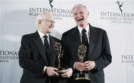 Producer Norman Lear (L) and actor Alan Alda pose with their 40th Anniversary Special Founders Award at the International Emmy Awards in New York November 19, 2012. REUTERS/Carlo Allegri