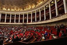 <p>Les députés français ont adopté mardi par 317 voix contre 217 le projet de loi de finances pour 2013 que le Sénat examinera à son tour à partir de jeudi. /Photo prise le 23 octobre 2012/REUTERS/Charles Platiau</p>