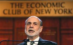 """Chairman do Fed, Ben Bernanke, discursa para o Clube Econômico de Nova York nos EUA. Bernanke afirmou nesta terça-feira que 2013 pode ser um """"ano muito bom"""" para a economia norte-americana se os políticos chegarem rapidamente a um acordo para evitar o chamado abismo fiscal. 20/11/2012 REUTERS/Brendan McDermid"""