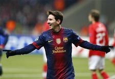 Lionel Messi marcó el martes un doblete en el primer tiempo en la victoria 3-0 del Barcelona sobre el Spartak de Moscú, clasificándose para octavos de final de la Liga de Campeones. En la imagen, Messi celebra uno de sus goles en Moscú. REUTERS/Grigory Dukor
