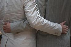 <p>François Hollande a déclaré que les maires ne devaient pas être obligés de célébrer les mariages de personnes du même sexe, évoquant la possibilité de déléguer la direction de la cérémonie au nom du respect de la liberté de conscience. /Photo d'archives/REUTERS/Adrees Latif</p>