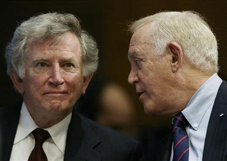 Former U.S. Senators Gary Hart (L) and Warren Rudman confer before testifying before the Senate Governmental Affairs Committee on Capitol Hill June 20, 2002. REUTERS/Win McNamee WM