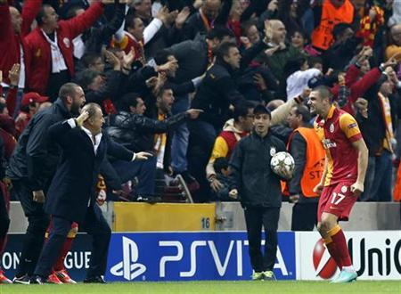 Galatasaray's Burak Yilmaz (R) celebrates with his coach Fatih Terim after scoring a goal against Manchester United during their Champions League Group H soccer match at Turk Telekom Arena in Istanbul November 20, 2012. REUTERS/Murad Sezer