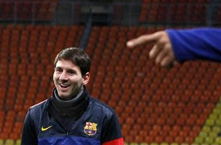 Barcelona's Lionel Messi takes part in a training session at the Luzhniki Stadium in Moscow November 19, 2012. REUTERS/Maxim Shemetov