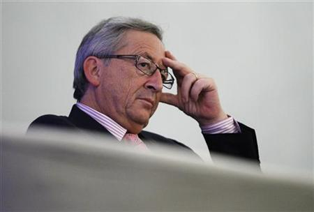 Luxembourg's Prime Minister Jean-Claude Juncker listens during an International Institute of Strategic Studies (IISS) lecture on the euro in Singapore November 6, 2012. REUTERS/Edgar Su