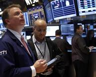 Traders work on the floor of the New York Stock Exchange, November 20, 2012. REUTERS/Brendan McDermid (UNITED STATES - Tags: BUSINESS)
