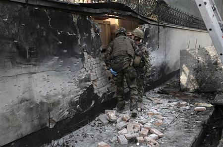 NATO troops inspect the site of a suicide bomb attack in Kabul November 21, 2012. REUTERS/Omar Sobhani