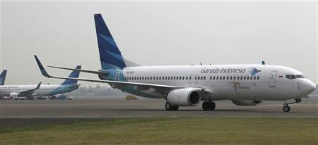A Garuda Indonesia Boeing 737-800 airplane taxis on the tarmac at Soekarno-Hatta Airport in Tangerang in outskirt of Jakarta July 28, 2011. REUTERS/Supri