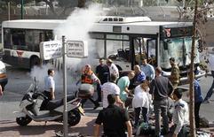 <p>Dix personnes ont été blessées mercredi dans une explosion à bord d'un bus circulant dans le centre de Tel Aviv. Le porte-parole du Premier ministre israélien a parlé d'attentat terroriste. /Photo prise le 21 novembre 2012/REUTERS/Ariel Beshor</p>