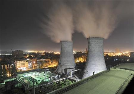 A general view shows a coal-burning power station at night in Xiangfan, Hubei province September 15, 2009. REUTERS/Stringer