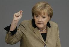 La canciller alemana, Angela Merkel, dijo el miércoles que cree que existen posibilidades de que se alcance un acuerdo destinado a liberar la ayuda de emergencia para Grecia en una reunión que sostendrán el lunes los ministros de Finanzas europeos. En la imagen, Merkel durante un discurso en el Parlamento alemán en Berlín, el 21 de noviembre de 2012. REUTERS/Tobias Schwarz