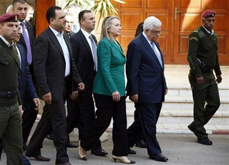 U.S. Secretary of State Hillary Clinton walks with Palestinian President Mahmoud Abbas (2nd R) after their meeting in the West Bank city of Ramallah November 21, 2012. REUTERS/Marko Djurica