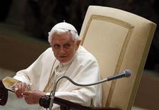 """O papa Bento XVI participa de audiência nesta quarta-feira no Vaticano. O papa pediu na quarta-feira aos líderes israelenses e palestinos que tomem """"decisões corajosas"""" para encerrarem o conflito na Faixa de Gaza, que segundo ele pode se espalhar para o resto do Oriente Médio. 21/11/2012 REUTERS/Alessandro Bianchi"""