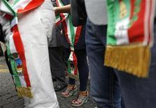Una manifestazione di protesta dei sindaci contro i tagli previsti dal governo Monti. REUTERS/ Alessandro Bianchi