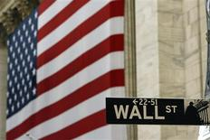 <p>Wall Street a ouvert en très légère hausse mercredi, soutenue par les bons indicateurs américains du jour. Après cinq minutes d'échanges, le Dow Jones gagne 0,05% et le Standard & Poor's 500, 0,10%. Le Nasdaq progresse de 0,25%. /Photo d'archives/REUTERS/Lucas Jackson</p>