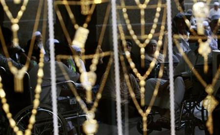 Muslim pilgrims reflected at glass of a jewellery shop at the surrounding area of the Grand Mosque during the annual hajj pilgrimage in the holy city of Mecca October 20, 2012. REUTERS/Amr Abdallah Dalsh/Files