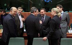 Los acreedores internacionales de Grecia no lograron un acuerdo, por segunda semana consecutiva, para liberar la ayuda de emergencia a Grecia, y volverán a intentarlo el próximo lunes, aunque Alemania señaló que existen diferencias significativas. En la imagen, de izquierda a derecha, el ministro francés de Finanzas, Pierre Moscovici; el ministro belga de Finanzas, Steven Vanackere; el presidente del BCE, Mario Draghi; el comisario europeo de asuntos monetarios y económicos, Olli Rehn; el ministro griego de Finanzas, Yannis Stournaras, y la ministra finlandesa de Finanzas, Jurra Urpilainen, en una reunión en Bruselas, el 20 de noviembre de 2012. REUTERS/Yves Herman