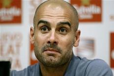 <p>L'ancien entraîneur de Barcelone Pep Guardiola, dont le nom se murmure du côté du Chelsea pour prendre la succession de Roberto Di Matteo, ne prendra aucune décision sur son avenir avant le début de l'année prochaine, a prévenu mercredi son agent. /Photo prise le 24 mai 2012/REUTERS/Gustau Nacarino</p>
