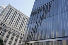 Foto do prédio em que é localizada a sede da Moody's, o 7 World Trade Center, em Nova York, nos EUA. A agência de classificação de risco confirmou o rating do Brasil em Baa2 e manteve a perspectiva positiva para a nota, ao mesmo tempo que indicou que uma elevação virá apenas quando o Brasil tiver um crescimento econômico menos volátil e mais robusto. 7/05/2012 REUTERS/Jessica Rinaldi