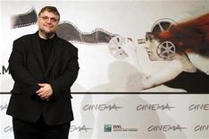"""O produtor Guillermo del Toro posa durante uma sessão de fotos para o filme """"A Origem dos Guardiões"""" no Festival de Cinema de Roma, na Itália. 13/11/2012 REUTERS/Alessandro Bianchi"""