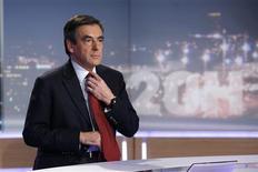 """<p>François Fillon a menacé mercredi de saisir la justice pour contester l'élection de son rival Jean-François Copé à la tête de l'UMP au nom du refus du """"mensonge"""", et annoncé qu'il renonçait à la présidence du principal parti de l'opposition. /Photo prise le 21 novembre 2012/REUTERS/Charles Platiau</p>"""