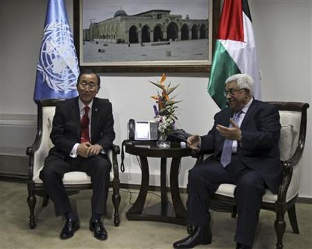 Palestinian President Mahmoud Abbas (R) meets U.N. Secretary-General Ban Ki-moon in the West Bank city of Ramallah November 21, 2012. REUTERS/Abbas Momani/Pool
