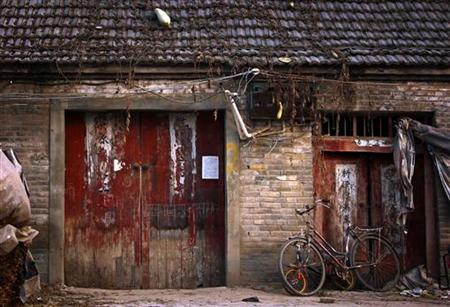 A run-down house, located near a huge state-owned lead smelter, is pictured in the town of Tianying, Anhui Province, November 19, 2012. REUTERS/David Gray