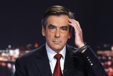 Former French Prime Minister Francois Fillon, and former candidate for the leadership of the UMP political party, scratches his head before a prime time news broadcast at the studios of private television station TF1 in Boulogne-Billancourt, near Paris, November 21, 2012. REUTERS/Charles Platiau