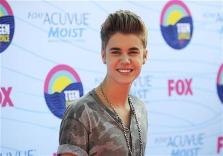 Singer Justin Bieber arrives for the TeenChoice 2012 awards in Los Angeles July 22, 2012. REUTERS/Phil McCarten/Files