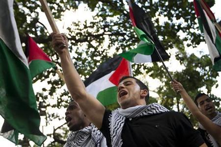 People take part in a pro-Palestinian protest against Israeli military action in Gaza, in Caracas November 21, 2012. REUTERS/Carlos Garcia Rawlins
