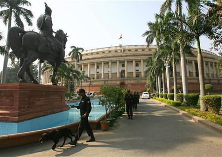 Commandos conduct security checks during the opening day of the second-leg of the monsoon session of the Indian Parliament in New Delhi October 17, 2008. REUTERS/B Mathur/Files