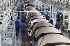 <p>Le secteur manufacturier chinois a renoué avec la croissance en novembre pour la première fois depuis octobre 2011, selon l'enquête PMI de HSBC. /Photo d'archives/REUTERS/Carlos Barria</p>
