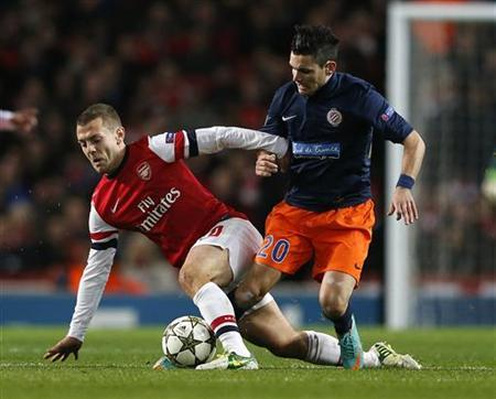 Arsenal's Jack Wilshere (L) challenges Montpellier's Remy Cabella during their Champions League Group B soccer match in London November 21, 2012. REUTERS/Eddie Keogh