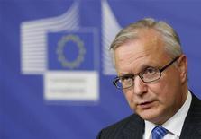 <p>Olli Rehn, le commissaire européen aux Affaires économiques et monétaires, a déclaré jeudi que la Grèce avait accompli toutes les démarches préalables au versement de la prochaine tranche d'aide financière et que les ministres des Finances de la zone euro devraient pouvoir conclure un accord définitif lundi. /Photo prise le 14 novembre 2012/REUTERS/Francois Lenoir</p>