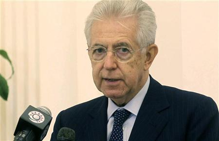 Italian Prime Minister Mario Monti (L) speaks during a joint news conference with Qatari Premier and Foreign Minister Sheikh Hamad bin Jassim bin al-Thani in Doha, November 19, 2012. REUTERS/Stringer