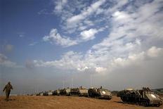 <p>L'accord de cessez-le-feu conclu par le Hamas et Israël semblait tenir jeudi en dépit de la profonde défiance qui règne entre les deux parties après huit jours d'affrontements. /Photo prise le 22 novembre 2012/REUTERS/Yannis Behrakis</p>