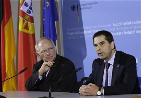 German Finance Minister Wolfgang Schaeuble (L) and his Portuguese counterpart Vitor Gaspar address the media after a conference on ''Shaping the Fiscal Institutions of Europe'' in Berlin November 21, 2012. REUTERS/Tobias Schwarz (GERMANY - Tags: POLITICS BUSINESS)