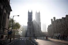 Westminster Abbey is shrouded in early morning sunlight in central London April 22, 2011. REUTERS/Kieran Doherty
