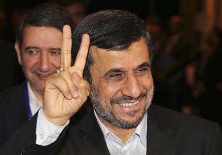 Iranian President Mahmoud Ahmadinejad gestures to photographers after meeting with Indonesian counterpart Susilo Bambang Yudhoyono in Nusa Dua, Bali November 9, 2012. REUTERS/Murdani Usman