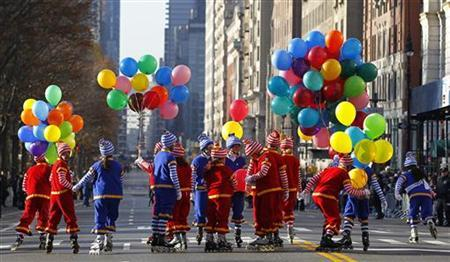 Clowns skate along Central Park West before the start of the 86th Macy's Thanksgiving Day Parade in New York, November 22, 2012. REUTERS/Gary Hershorn