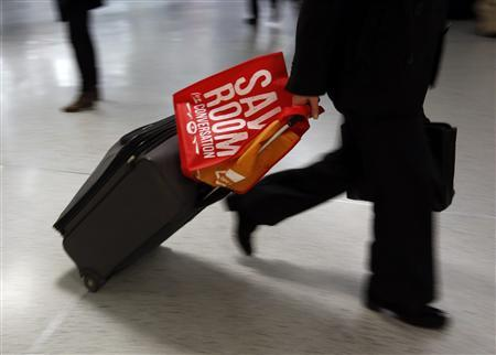 A Thanksgiving traveler walks through Penn Station with a suitcase in New York November 21, 2012. REUTERS/Brendan McDermid