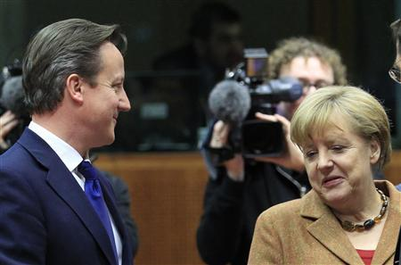 Britain's Prime Minister David Cameron (L) talks with Germany's Chancellor Angela Merkel during a European Union leaders summit discussing the EU's long-term budget in Brussels November 22, 2012. European Union negotiators believe they are close to securing British and German backing for a deal on nearly a trillion euros of spending over the next seven years, but last minute concessions may be needed to secure French and Polish support. REUTERS/Yves Herman